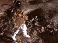 Висадку на Місяці знімали на розбитій дорозі: як змусити комунальників латати ями (відео)