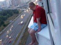«Життя нікчемне, і всі проблеми закінчаться, коли я стрибну»: у Києві чоловіка ледь врятували від самогубства