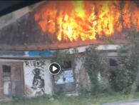 У Луцьку горить будиночок: люди говорять про підпал (відео)