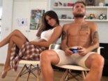 «Кремінь»: навіть гарячі танці дружини не відірвали відомого футболіста від приставки (відео)