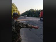 «Особа раса жлобів»: промовистим відео показали поведінку маршрутників, які бачать на дорозі військових