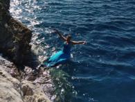 Наче та русалка: Надія Савченко влаштувала романтичну фотосесію на березі моря