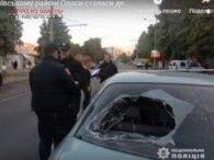 Автоледі протаранила групу людей: постраждали цивільні і поліція (відео)