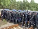 Силовий розгін у Соснівці: 9 автобусів спецназу «розблокували» російське вугілля (відео)